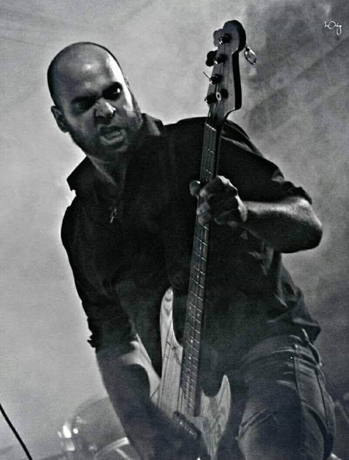 miky bengala playing bass