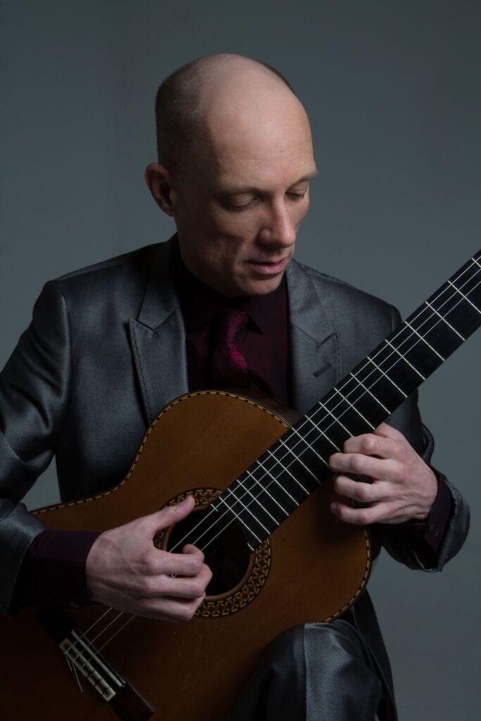 Stephen Burnham performing