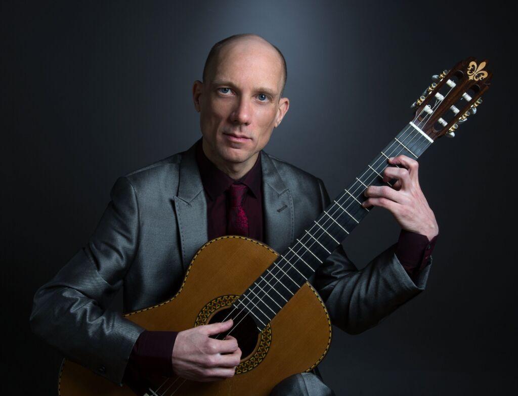 Stephen Burnham classical guitarist